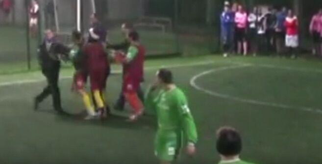 Cesa, maxi rissa per una partita di calcio. Qualcuno minaccia di sparare