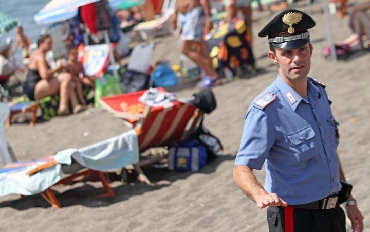 Brutta sorpresa per un 28enne di Sant'Antimo: va in vacanza a Baia Domitia ma viene arrestato