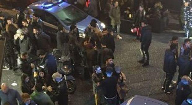 Napoli, rissa con sparatoria ai baretti di Chiaia: un arresto