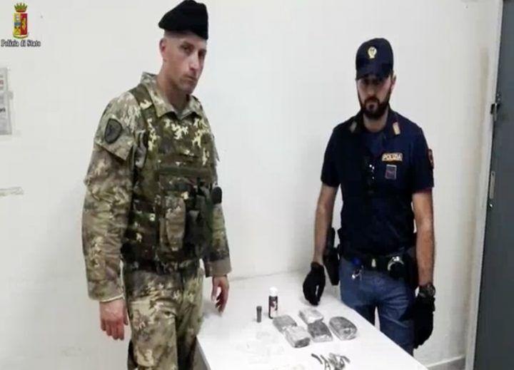 Napoli, marocchino fermato in zona Garibaldi: nascondeva un chilo di droga