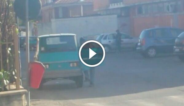 Scoperto falso cieco della provincia di Napoli, pedinato e filmato dalla Guardia di Finanza. VIDEO
