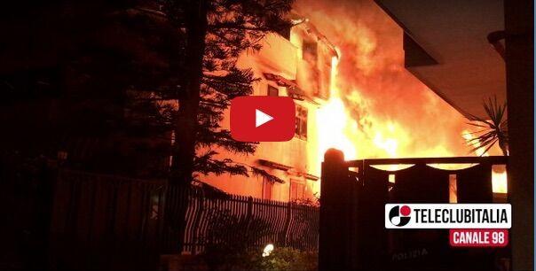 Incendio a Giugliano, otto famiglie evacuate e due anziani salvati dalle fiamme. VIDEO
