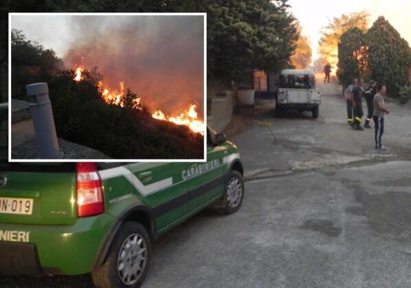 Caserta, enorme incendio a San Leucio: fiamme vicino le abitazioni. Carabinieri e Vigili del Fuoco al lavoro da ieri