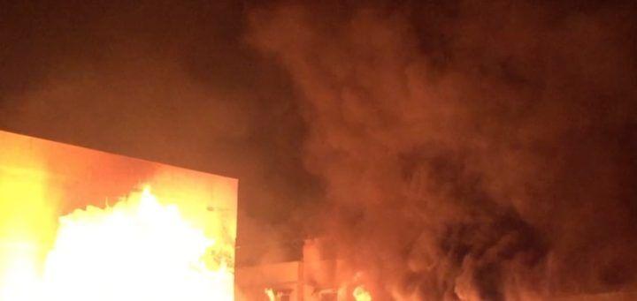 Incendio in via Epitaffio a Giugliano, sgomberate 8 famiglie