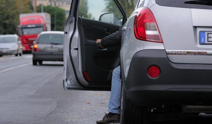 Furto sull'Appia: apre auto parcheggiata con questo metodo. Arrestato