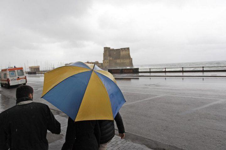Meteo Napoli e Campania, arriva la pioggia ma scatta il rischio frane