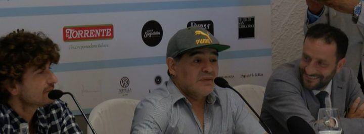 """Napoli, Maradona cittadino onorario: """"Col cuore, non per soldi"""""""