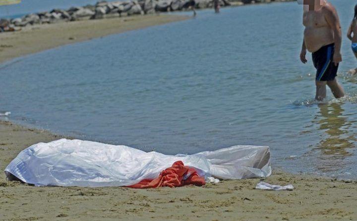 Castel Volturno, ritrovato cadavere in spiaggia: il giovane era scomparso da 48 ore