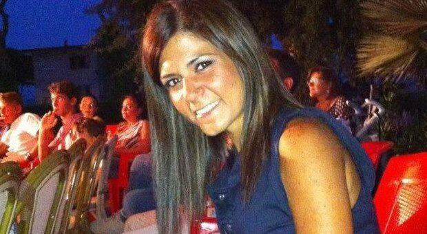 In centinaia per l'addio a Mariarca, la 38enne uccisa dall'ex marito