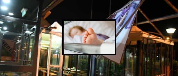 Crolla cartellone pubblicitario fuori McDonald's: gravissimo bimbo di 7 anni