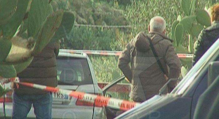 Afragola, macabra scoperta alla stazione: trovato in auto cadavere di un uomo