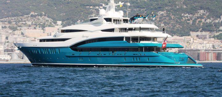 Il megayacht Sunrays approda a Napoli. Ecco di chi è