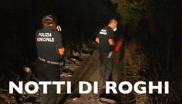 Giugliano, una notte a caccia di roghi con la polizia municipale. VIDEO
