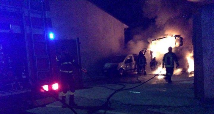 Paura a Bacoli, il pub Madcap distrutto da un incendio