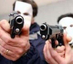 Terrore a Pozzuoli: uomo rapinato, poi gli spari