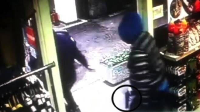 Assalto alla pompa di benzina sulla statale, presi due fratelli di Secondigliano