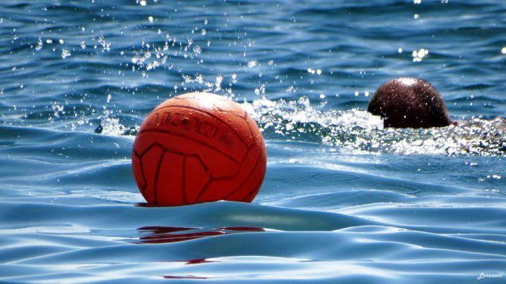 Bracciano, morte choc in spiaggia: 17enne annega per recuperare pallone