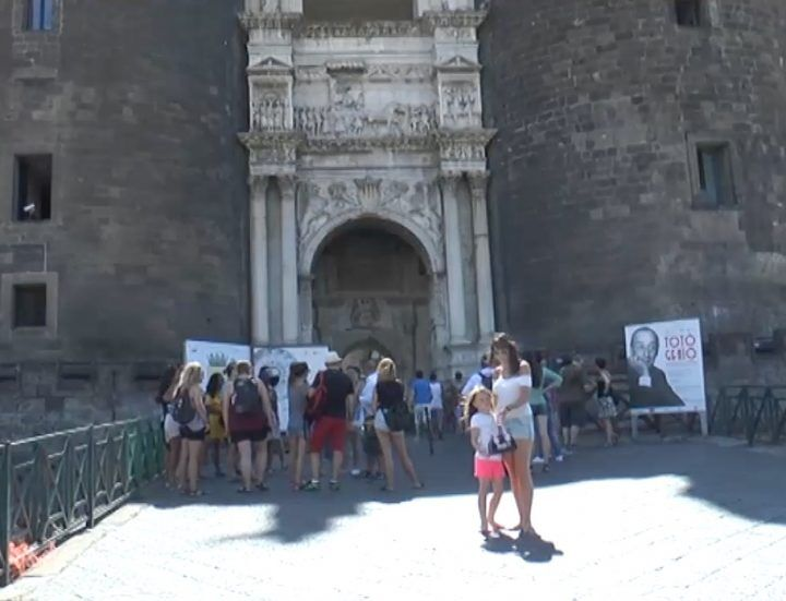 """""""Napoli capitale del turismo"""", ecco cosa ne pensano napoletani e turisti"""