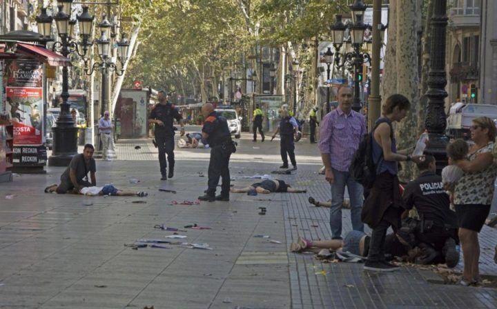 """Il terrore dei napoletani a Barcellona: """"Siamo vivi per miracolo"""""""