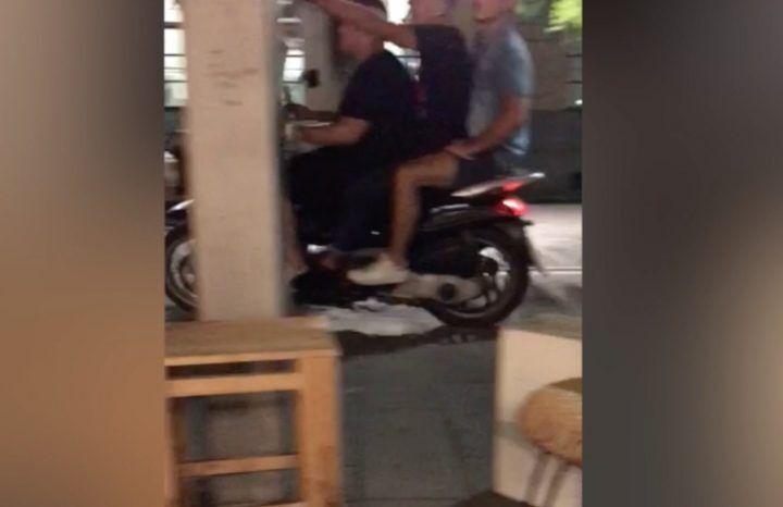 Giugliano, piazza Gramsci terra di nessuno dopo le 22: scorribande a tre senza casco. VIDEO