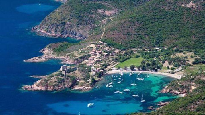 Corsica, ristoratore spara contro un gruppo di nudisti: ferita un'italiana