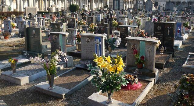 Esplode una tomba, cimitero inaccesibile per la terribile puzza