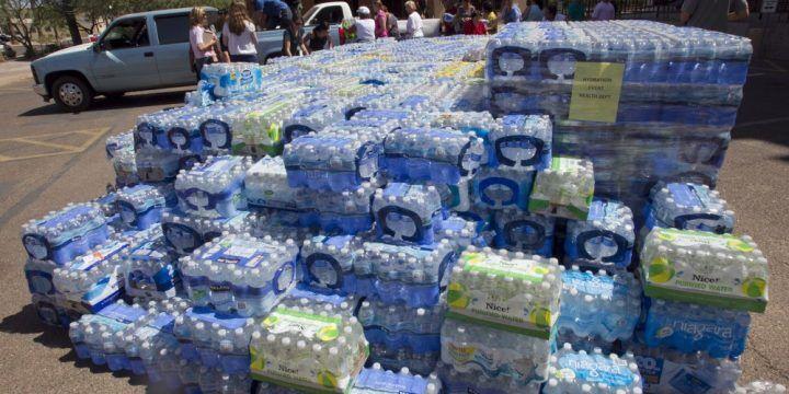 Acqua fuorilegge, sequestrate nel napoletano centinaia di bottiglie