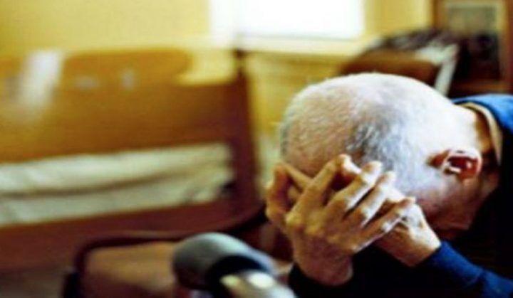 Napoli, anziano aggredito e derubato in casa da una finta postina