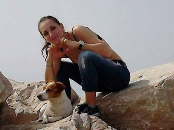 Travolta dal treno per salvare il suo cagnolino, Dalila muore a 28 anni