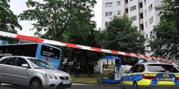 Germania sotto attacco, terrore in strada: accoltellate due persone. Un morto