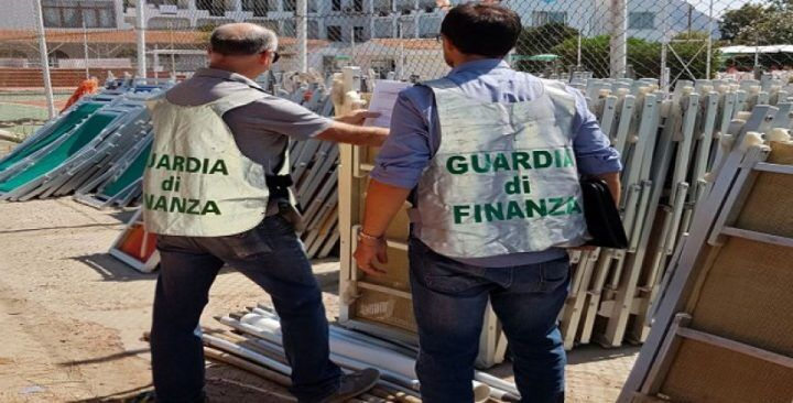 Abusivismo a Mondragone: sequestrato noto lido balneare