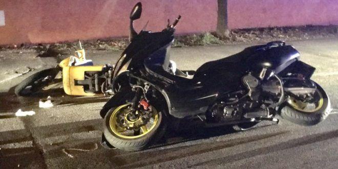 Scontro tra scooter nel Napoletano, giovane in coma