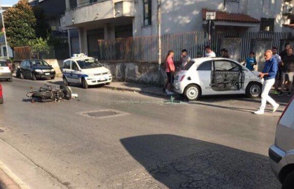 Giugliano, scontro auto-scooter in via San Vito
