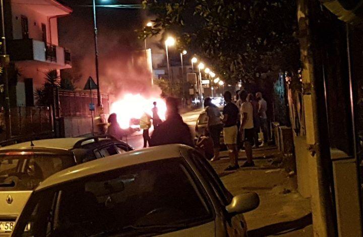 Paura tra Giugliano e Mugnano, auto in fiamme