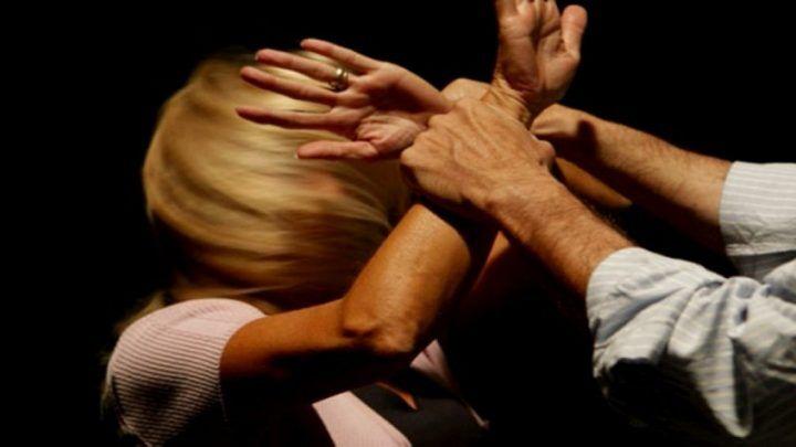 Botte, insulti e minacce all'ex convivente: 39enne arrestato nel casertano