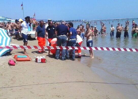 Tragedia in Cilento, si tuffa in mare per salvare la figlia e muore
