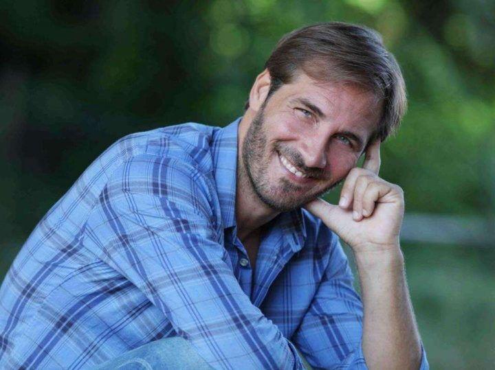 Paura per il noto attore nel Napoletano: investito il padre di Aiello