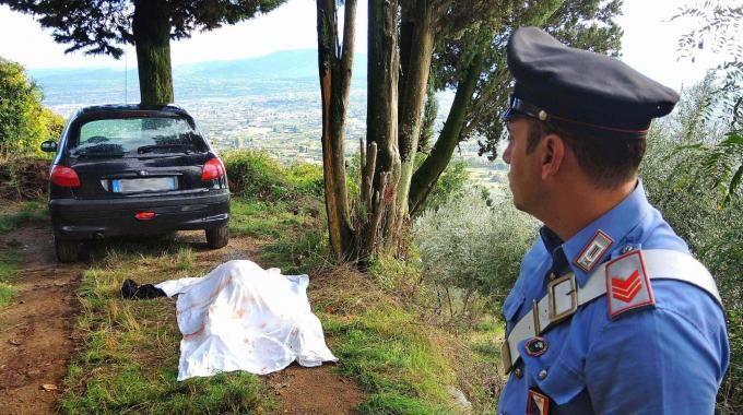 Choc in Campania, mamma di due figli trovata morta in auto con un colpo di pistola