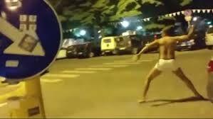 Firenze, extracomunitario tira sassate contro un ristorante e viene linciato dalla folla