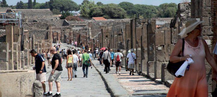 Turismo: boom di visite in Campania. Spiagge e siti archeologici presi d'assalto