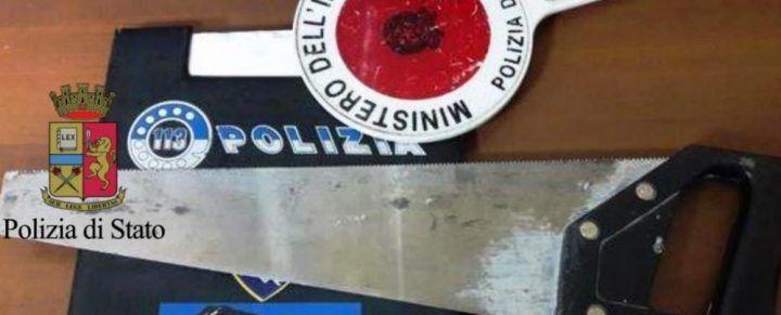 Napoli, tenta la rapina al tassista armato di sega da falegname: arrestato