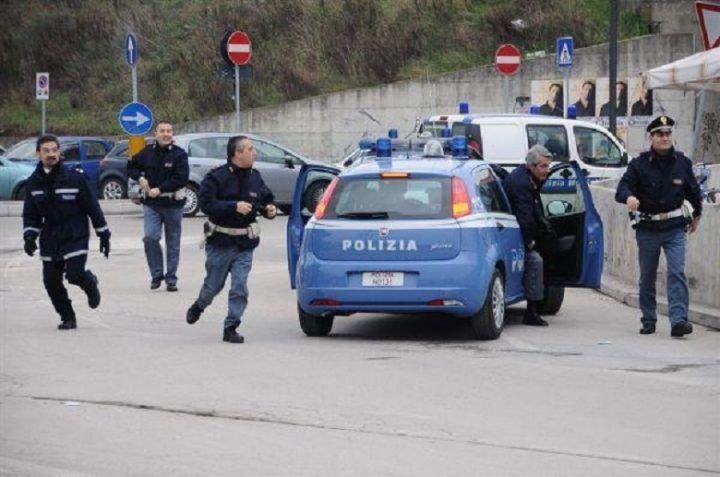 Napoli, blitz della Polizia nelle piazze dello spaccio: arrestato pusher