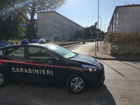Melito, centrale dello spaccio in un palazzo popolare: 2 arresti