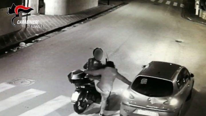 Mamma, padre e figlio minorenne in trasferta per rubare scooter in costiera: presi