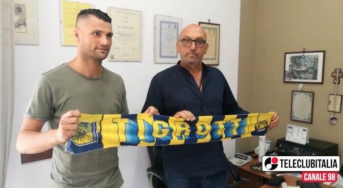 Giugliano, firma Nando Castaldo. Domenica prima partita in campionato per i tigrotti. VIDEO