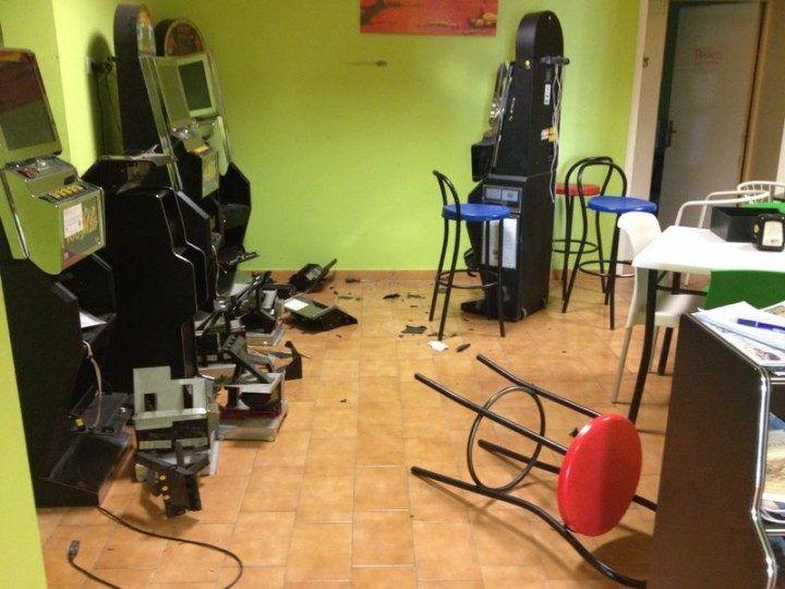 Santa Maria Capua Vetere in balia delle gang: numerosi casi di blitz nei bar e di furti d'auto
