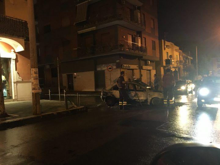 Calvizzano – Mugnano: auto in fiamme lungo la provinciale