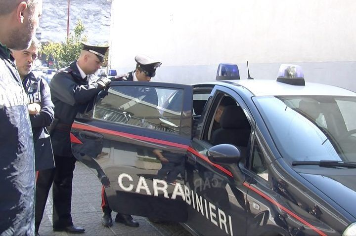 Furto con strappo a Varcaturo, arrestato pluripregiudicato di Pozzuoli