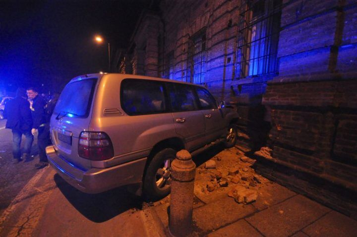 Auto contro un muro, muore una 27enne