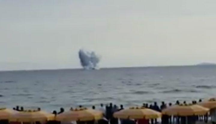 Terracina, aereo precipita durante show delle frecce tricolori: muore Gabriele Orlandi. VIDEO